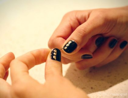 DIY-nails-gold-and-black
